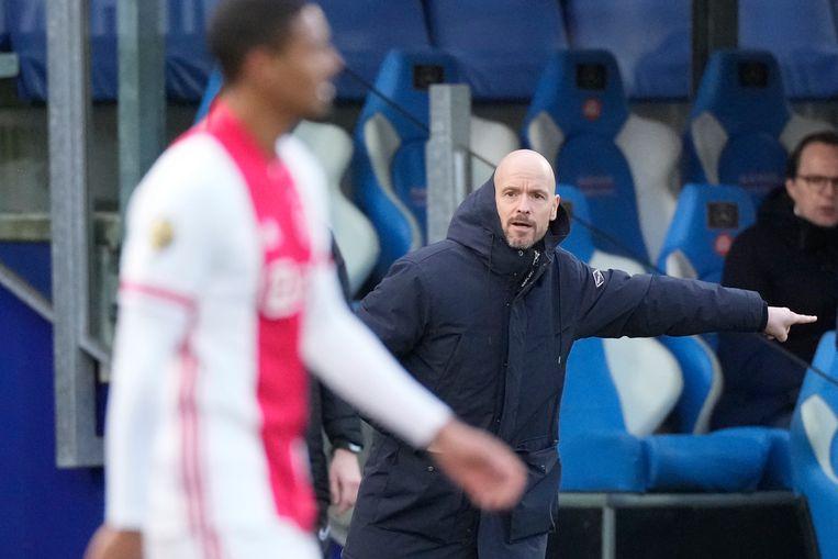 Ajax-trainer Erik ten Hag zondag tijdens de wedstrijd tegen PEC Zwolle. Beeld Pro Shots / Jasper Ruhe