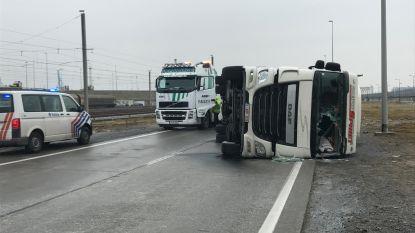 Spekgladde A11 afgesloten na tien ongevallen