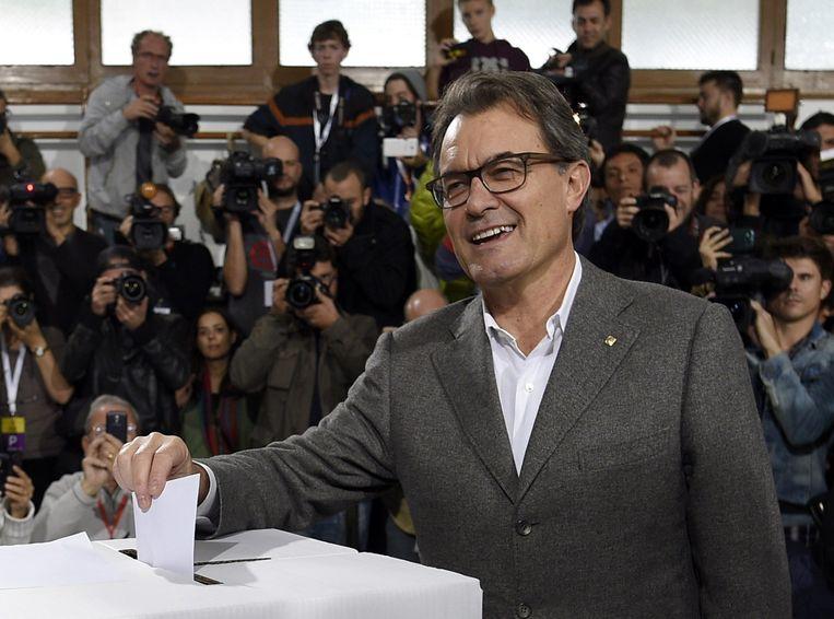 Regiopresident Artur Mas bij het symbolische referendum over afscheiding van Catalonië. Beeld null