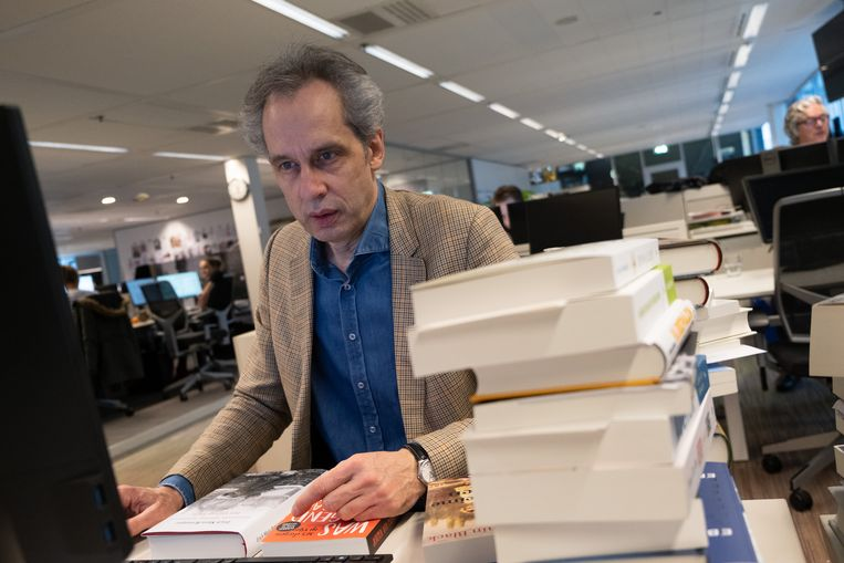 Arjan Peters zou persoonlijk contact zoeken met schrijfsters alvorens hun werk te recenseren.  Beeld Sabine Van Wechem