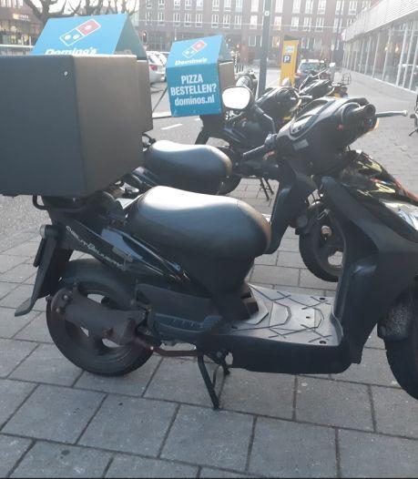 Bezorger van Domino's Pizza Enschede bestolen van scooter