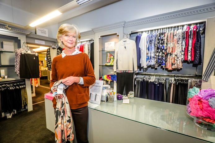 """Michelle Vanhakendover, die vandaag 60 jaar wordt, sluit haar boetiek Michelle in Oostende. """"Ik wil mijn pensioen niet starten met een schuldenberg."""""""