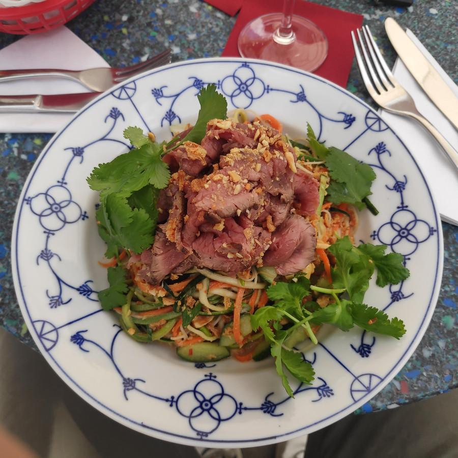 De Thai beef salad.