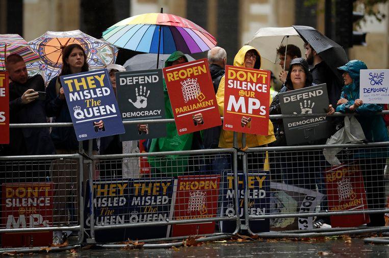 Antibrexitdemonstranten verzamelden deze ochtend al aan het Hooggerechtshof in Londen. Beeld AP