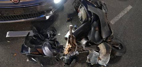 Man op bromfiets wordt geschept door automobilist op kruising Eindhoven
