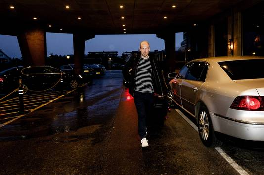 Davy Klaassen arriveert bij hotel Huis ter Duin. Het Nederlands elftal bereidt zich voor op het kwalificatieduel tegen Bulgarije.