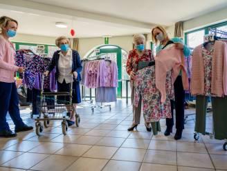 Versoepelingen na tweede prik in woonzorgcentrum Kasteelhof en dus kunnen de bewoners ook weer de nieuwste mode keuren