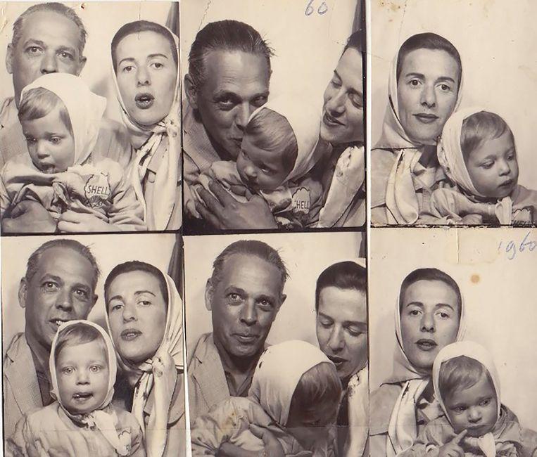 1960, het gezin in een pasfotohokje. Beeld Prive archief