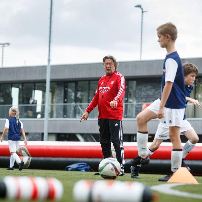 Bij voetbalvereniging S.C. Unitas in Etten-Leur werd een Feyenoord Soccercamp gehouden. Ben Wijnstekers was een van de trainers.