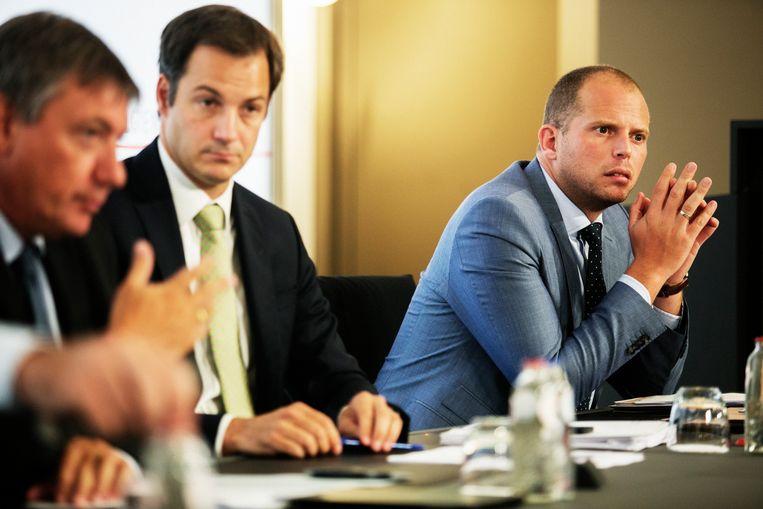 Alexander De Croo (Open Vld) wil de verklaring ondertekenen, maar Theo Francken en Jan Jambon (N-VA) hebben hun twijfels. Beeld Tim Dirven