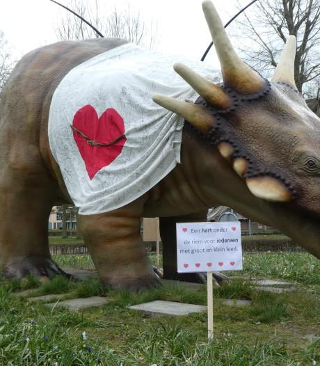 Dino op Boxtelse rotonde steekt mensen hart onder de riem