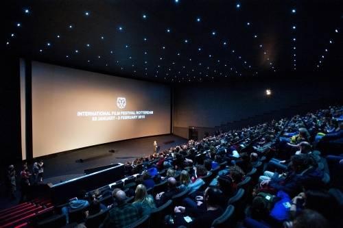 Path de kuip vestigt bezoekersrecord economie for Bioscoop pathe rotterdam