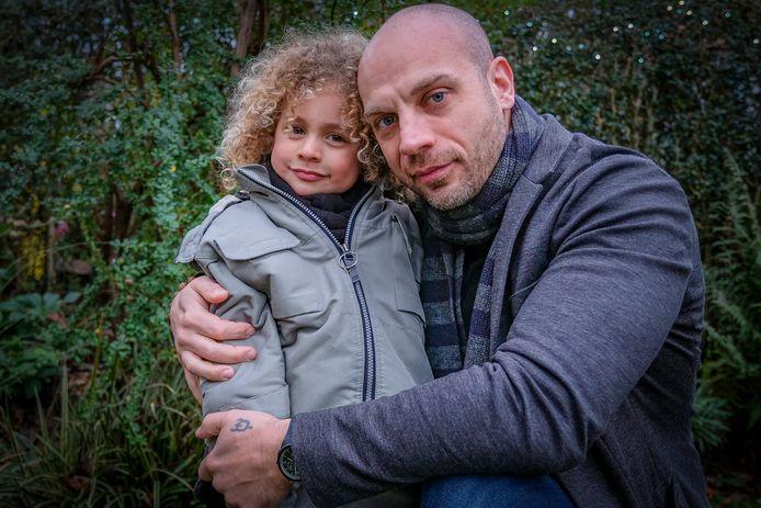 Kaïs et son papa Grégory.