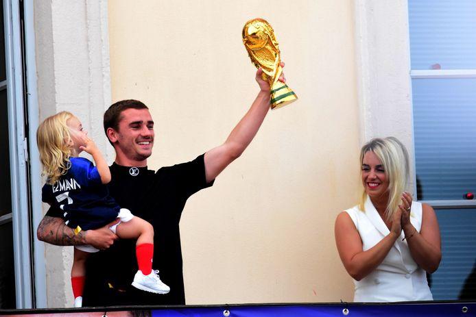 Antoine Griezmann est papa d'un troisième enfant une petit fille prénommée Alba.