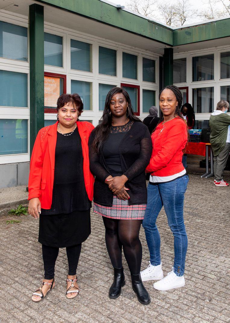 De drie moeders: Risma Soekhie, Edna Ellis en Sherida Reding   Beeld Lin Woldendorp