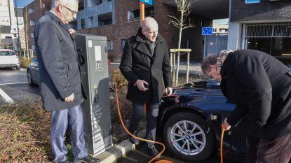 Elektrische auto's kunnen voortaan opladen aan De Ham