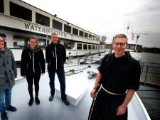 Vanuit Zaltbommel tweeënhalf uur op de boot naar The Passion: 'Benieuwd om dit live mee te maken'