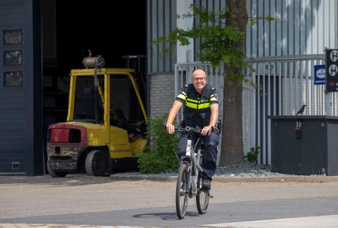 Wijkagent Jan Schipper heeft in Ede 400 hectare bedrijventerrein met 850 bedrijven onder zijn hoede.  ,,Als we hier pand voor pand zouden controleren, weet ik zeker dat we op criminele activiteiten stuitten.''