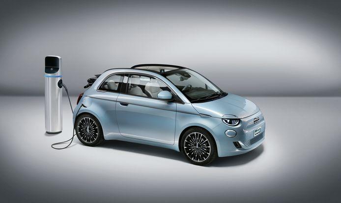 De Fiat 500 krijgt nu ook een stekker