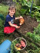 La famille est végétalienne et consomme uniquement des légumes provenant de leur jardin.