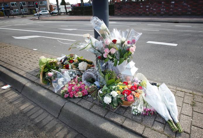 Bloemen voor de verongelukte Memphis van Veen uit Eindhoven. Archieffoto Irene Wouters