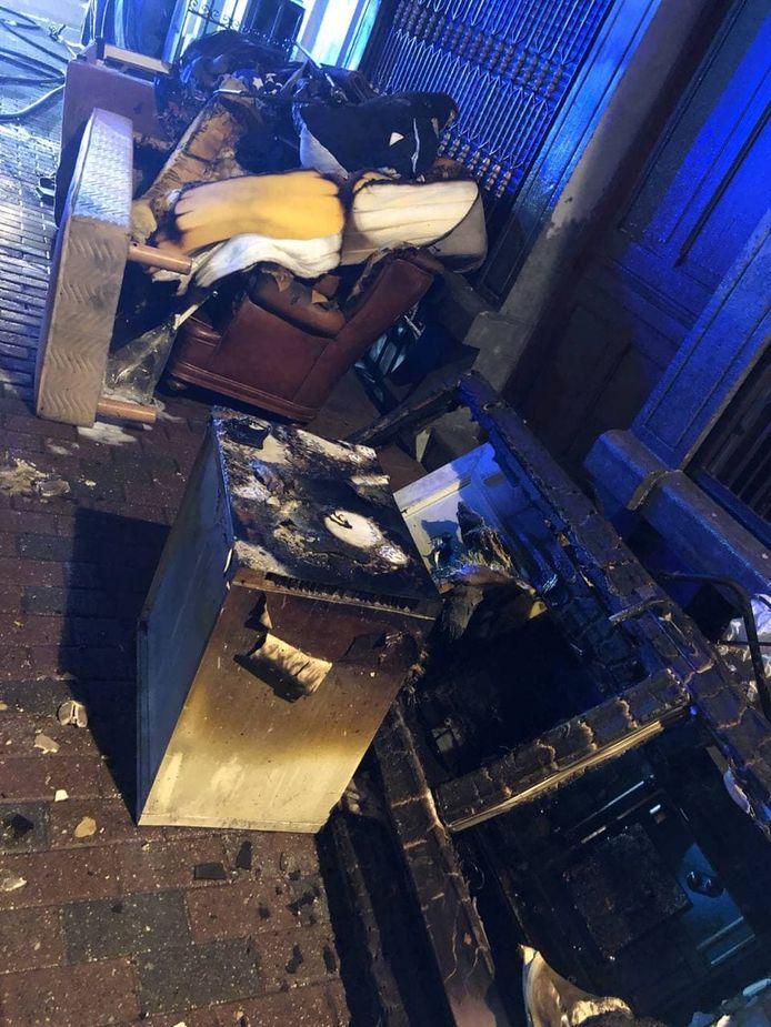 Brandweer blust kelderappartement in St. Gillis