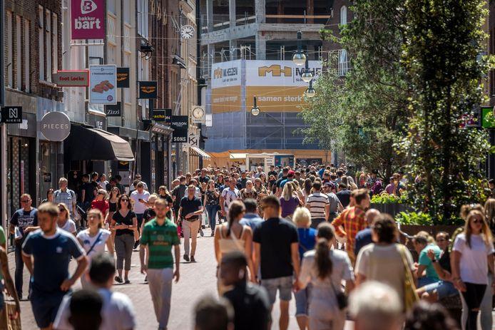 Eindhoven ED2020-5085 Is voor je plezier winkelen weer helemaal terug na de Corona crisis? Drukte in de binnenstad van Eindhoven