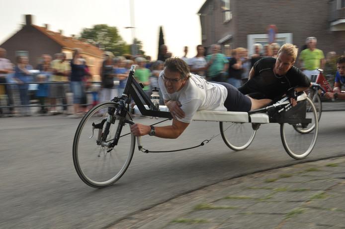 Laurens en Wilfred Akerboom doen al jaren mee aan de beddenrace in Langeraar.