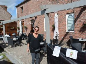 35.000 euro geïnvesteerd in overkapping terras, maar werken stilgelegd na klacht buren: klanten van Sonja van café Sonneke starten crowdfunding