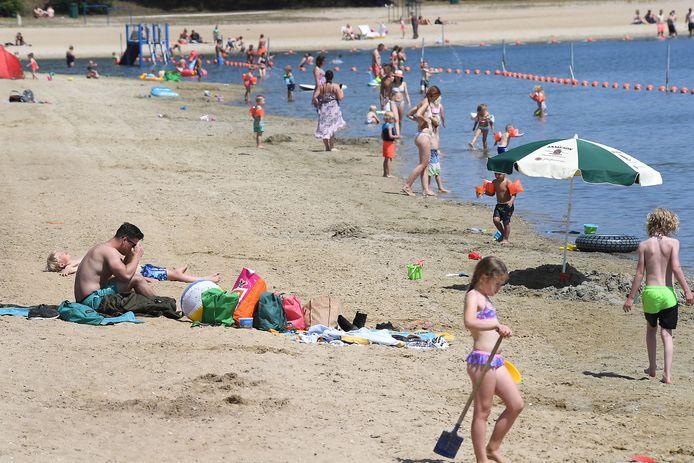 Relatieve rust op het strand bij De Kuilen. Het wordt alleen maar drukker als het vakantiepark werkelijkheid wordt, is de vrees.