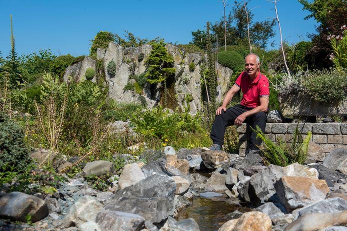 Marijn van den Brink, bergbeklimmer en natuurliefhebber, heeft in zijn tuin de bergen nagebouwd en hij verzamelt planten uit heel de wereld.