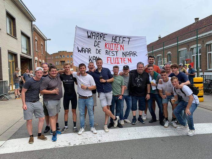 Een heus supportersteam moedigde Ward zaterdag aan tijdens de koers.