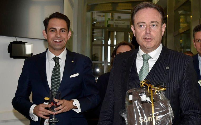 N-VA-voorzitter Bart De Wever en Vlaams Belang-voorzitter Tom Van Grieken bij de verkennen de gesprekken over een Vlaamse regering deze zomer.