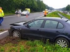 Auto botst met vrachtwagen op Midden-Brabantweg in Waalwijk