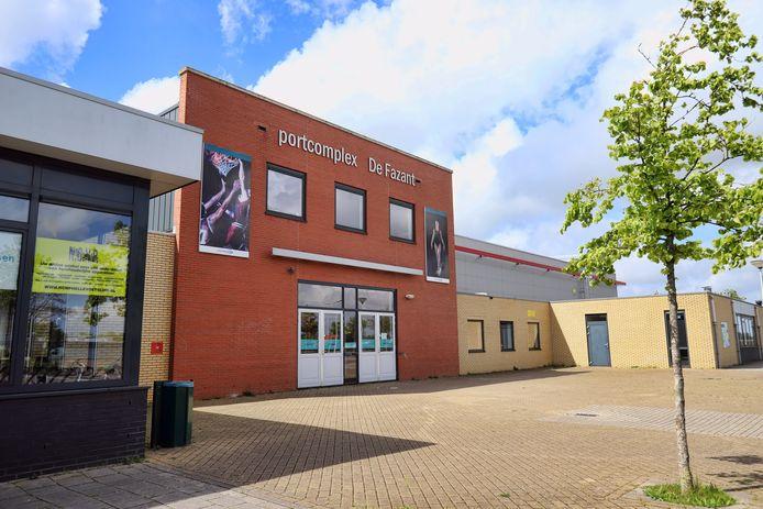 De sporthallen in Hellevoetsluis worden verhuurd door sportfondsen. Dat blijft huur vragen aan sportverenigingen, terwijl er niet in de hallen gesport kan worden.