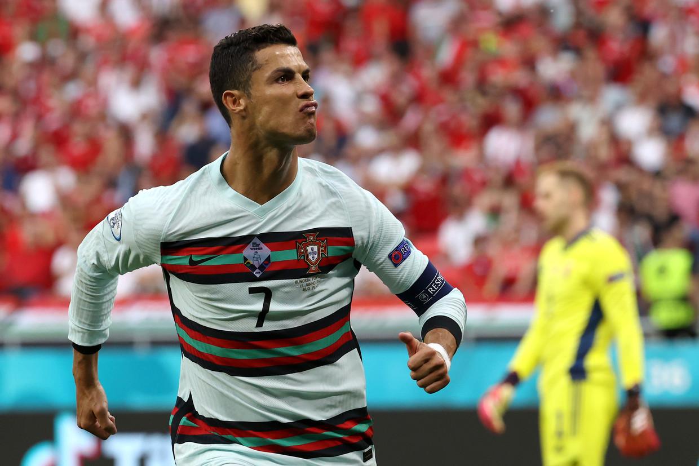 Cristiano Ronaldo na zijn eerste goal tegen Hongarije, tijdens de openingsspeeldag van het EK 2020 Beeld Getty Images
