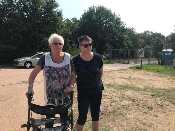 Catrien Woiton (rechts) wilde het warme weer in Deelen meemaken.