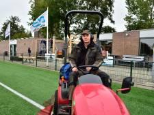 Ziekte van Parkinson krijgt grasspecialist Bouke Glastra niet klein: 'Vertroetel het 's zomers meer dan mijn eigen vrouw'