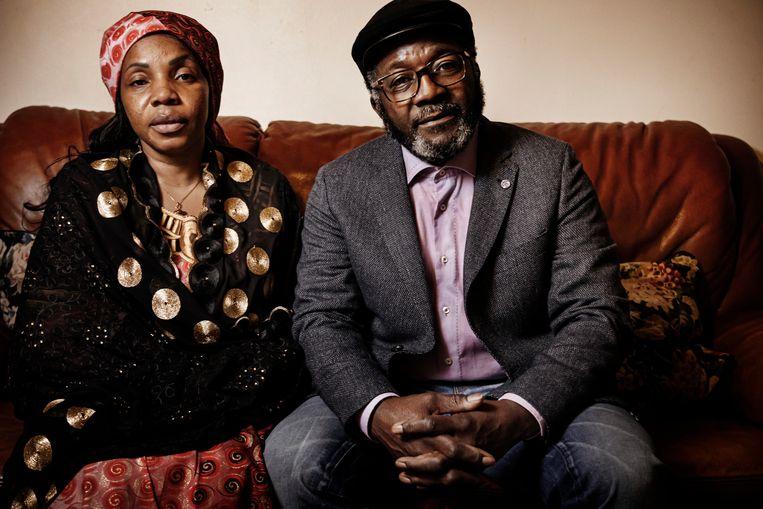 De ouders van Lamine Bangoura: 'Als we alle klachten tegen de agenten lieten vallen, mochten we het lichaam van onze zoon gratis gaan ophalen.' Beeld Eric de Mildt