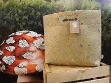 Efteling verkoopt vilten tassen gemaakt van haar oude bedrijfskleding