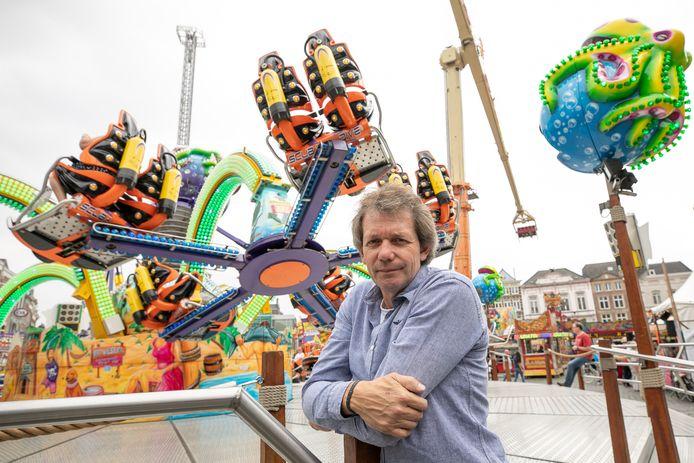 Hans van Tol bij zijn attractie de Turbo Polyp op de kermis in Den Bosch