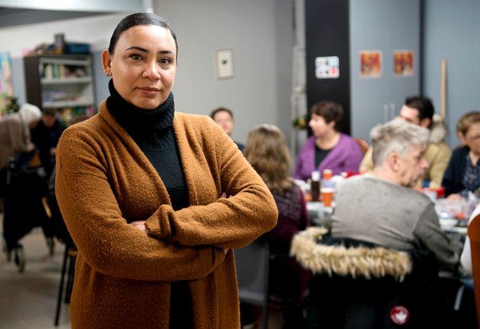 Lubna Ebrahim-Abdul helpt bij de Buurtkamer en is ook tolk, waarmee ze helpt een vertaalslag tussen vluchtelingen en lokale bevolking te maken.