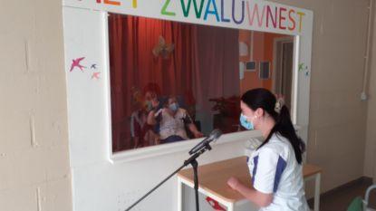 Woonzorgcentrum De Zwaluw krijgt babbelbox 'Het Zwaluwnest'