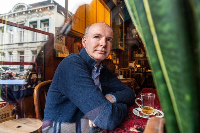 Bredanaar Ad van Tiggelen (63) is de meest geliefde Nederlandse fantasyschrijver. In een vorig leven was Van Tiggelen, alias Adrian Stone, vermaard beleggingsadviseur voor ING.