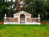Oorlogsbegraafplaats in Mierlo weer beklad, hakenkruis op kapel: 'Er is veel schade aangericht'