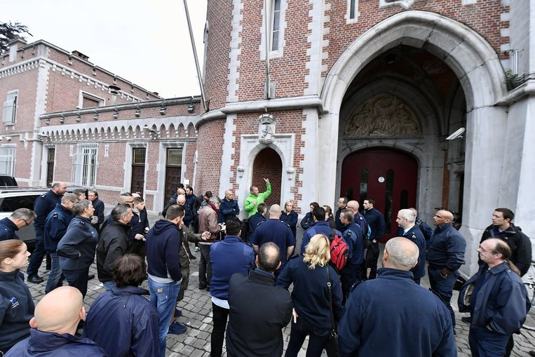 Vanmorgen trokken de Waalse cipiers naar de gevangenis van Leuven om de cipiers op te roepen mee te staken.