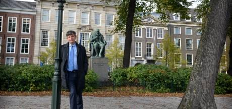 Oud-Almeloër Paul Abels schreef boek over de bazen van onze spionnen: grote ego's, kinderachtig gedrag
