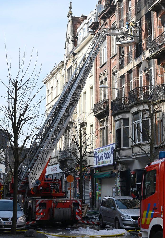 In het getroffen gebouw stonden in totaal 28 mensen officieel ingeschreven. De gemeentediensten brachten 14 families onder in twee hotels.