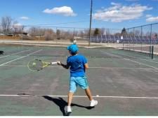 Un tennisman de 10 ans fait sensation lors d'un célèbre tournoi en ne frappant jamais de revers