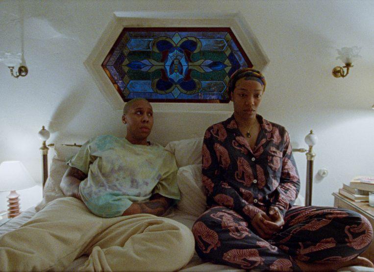 'Masters of None' seizoen 3, met Lena Waithe (l.) en Naomie Ackie.   Beeld COURTESY OF NETFLIX
